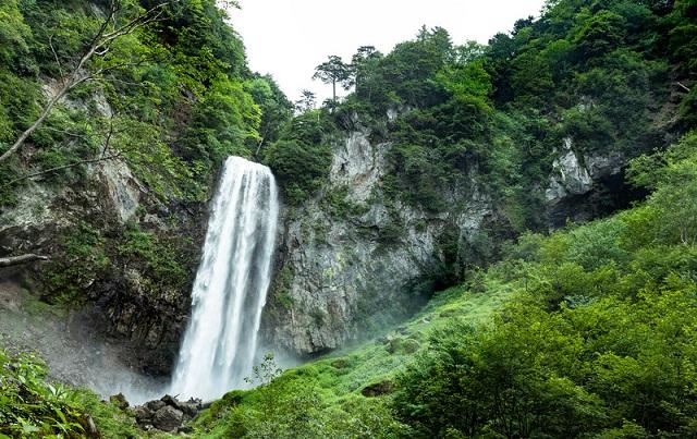 日本秘湯を守る