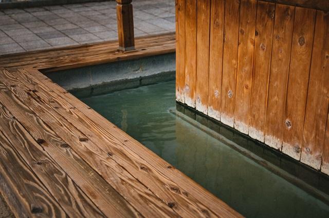 日本一長い足湯「ほっとゆっと105」小浜温泉