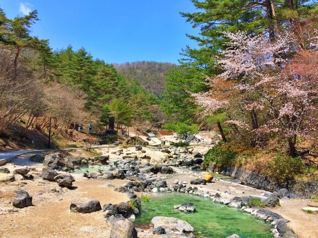草津最大の露天風呂、西の河原公園